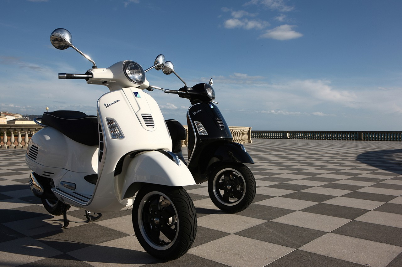 Video: 2015 Vespa GTS 300 ABS Wins Midsize Scooter Shootout