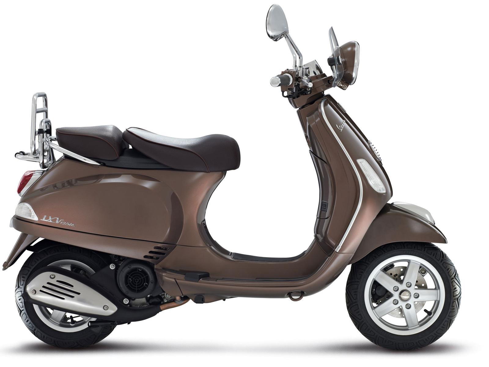Vespa-LX-Touring-2012-Picture-03