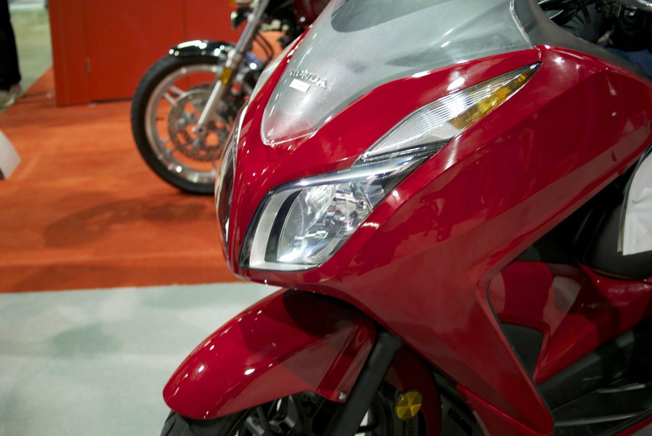 Honda Forza 300 - 11 | ScooterFile
