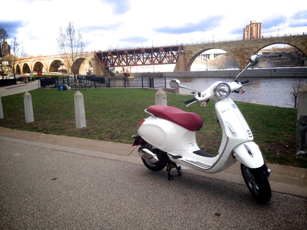 ScooterFile First Ride - 2014 Vespa Primavera 150 3Vie 8